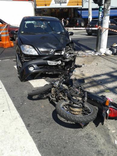Acidente envolvendo veículos automotores na Av. Dona Belmira Marin. Nessa via não existem ciclovias e a vítima poderia ter sido um ciclista.