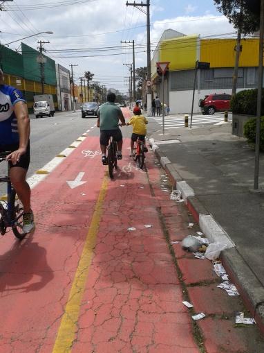 Ciclovia do Socorro na Av. de Pinedo, oferecendo mais segurança à população que utiliza a bicicleta como meio de transporte.