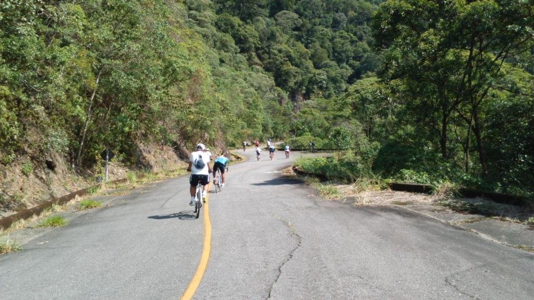 """Subida """"Quebra-corrente"""" Estrada de Manutenção Bike Zona Sul"""