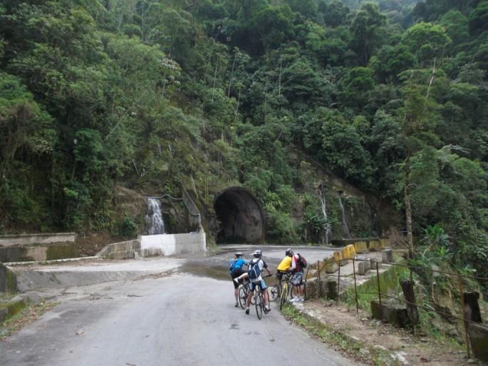 Túnel Estrada de Manutenção Bike Zona Sul